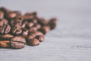 What's the difference between light and dark roast coffee?